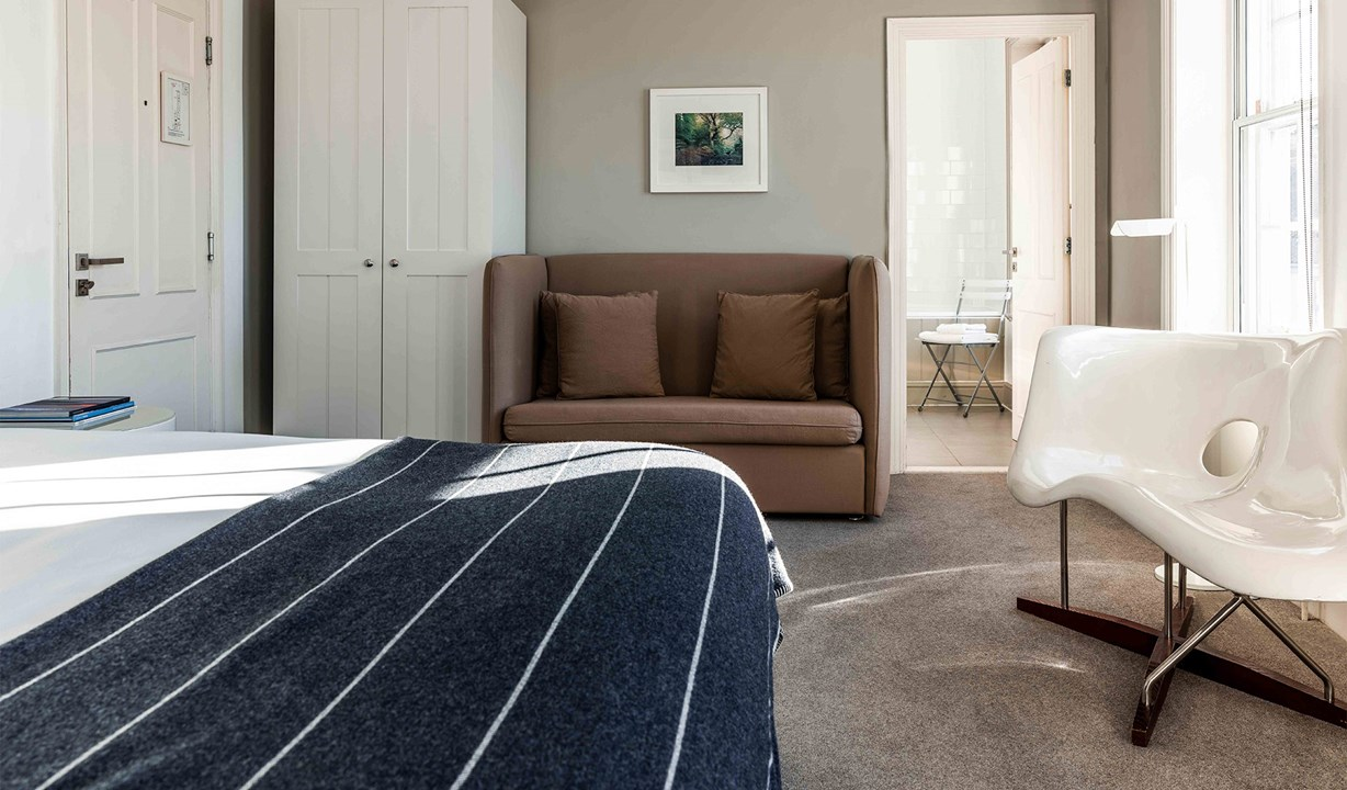 The Crown at Woodbridge - stay - cosy double bedroom