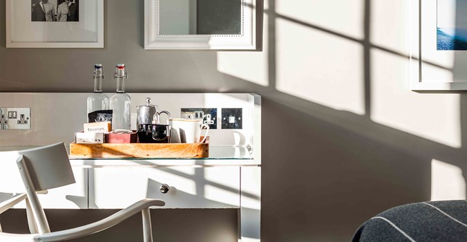 The Crown at Woodbridge - stay - double bedroom - detail
